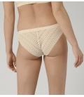 Triumph – Aura Spotlight Brazilian – kremowe - majtki damskie z dodatkiem prześwitującej koronki